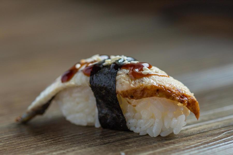 Унаги-суши с угрём
