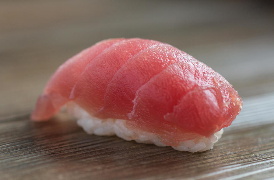Магуро-суши с тунцом