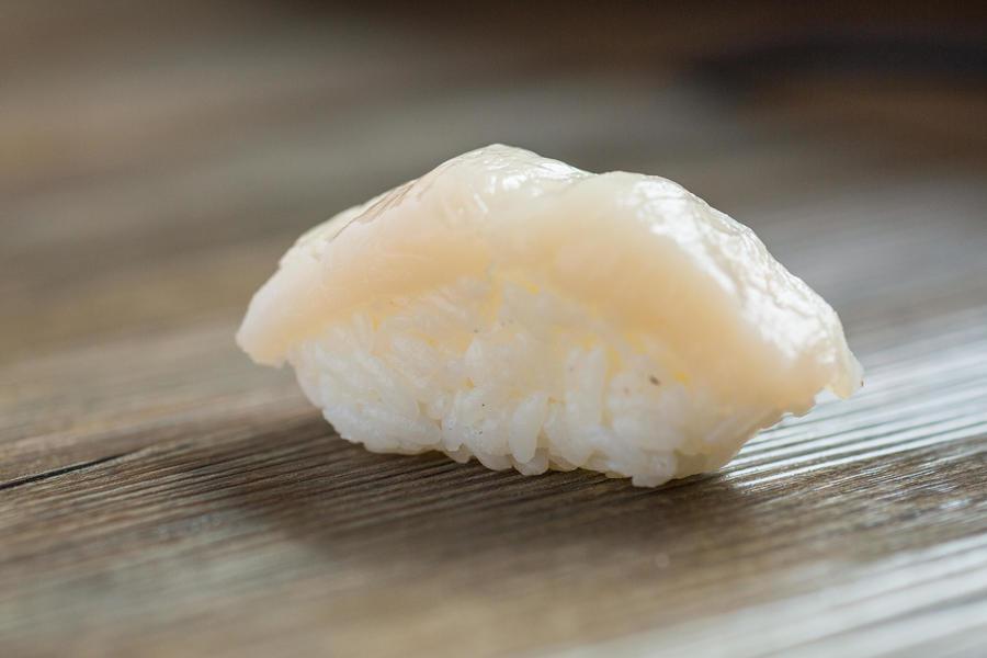 Хотате-суши с гребешком