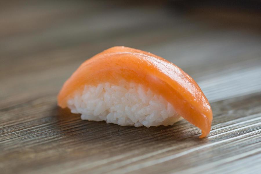 Сяке-суши с семгой